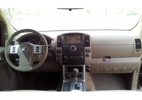 Nissan Pathfinder SE 2011, Lady driven