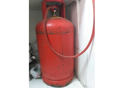 Cylinder with Regulator pipe and stove for sale @ 300 AED