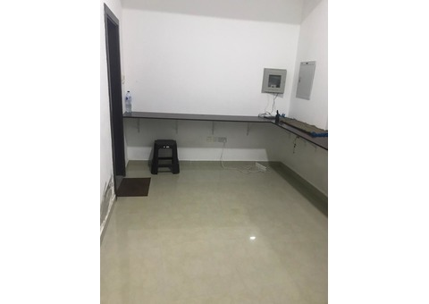 studio flat available for bachlors