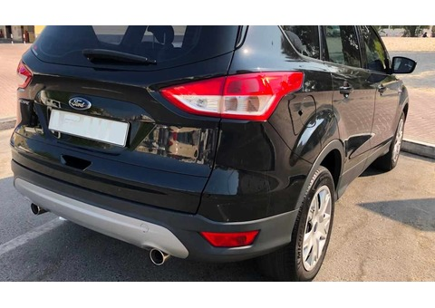 FORD ESCAPE - Lady Driven, Expat