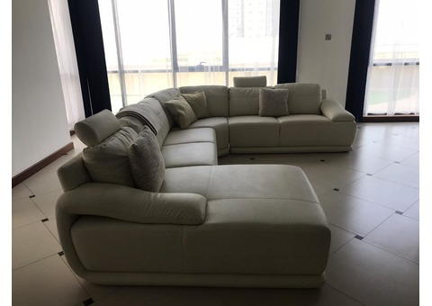 Sofa L-shape in excellent condition