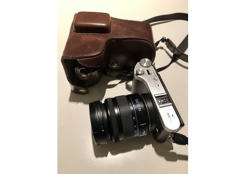 Samsung Mirrorless NX300 Digital SLR camera with a 18-55mm lens