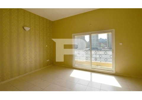 Large 2BR w/ Amenities in Best Location
